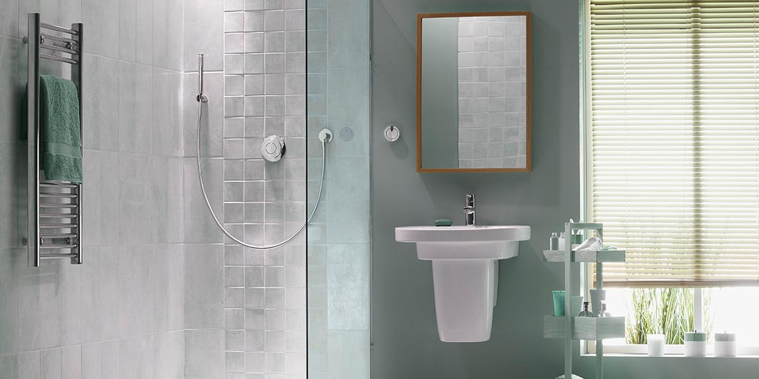 Bathroom glass shower screens