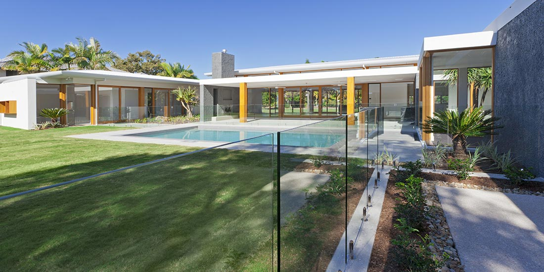 Outdoor glass for pools