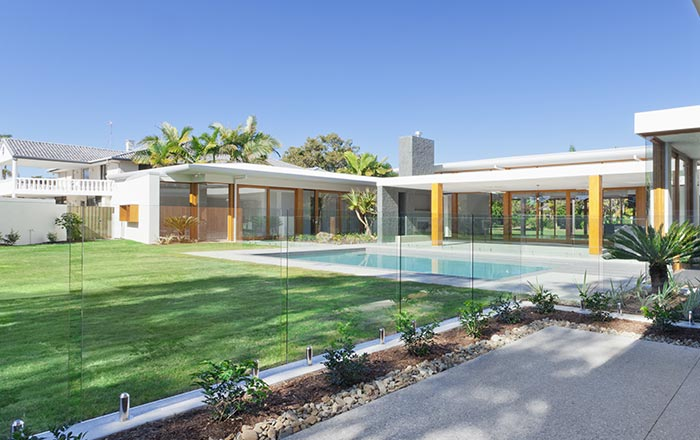 Glass pool fencing